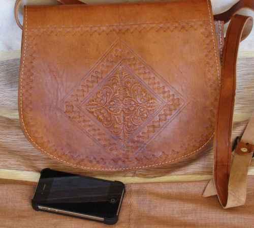 sac en cuir besace marocaine sacoche en cuir. Black Bedroom Furniture Sets. Home Design Ideas